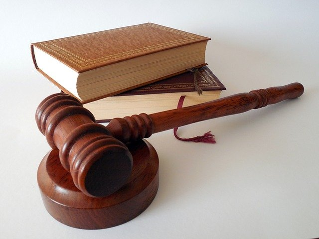 zákony u kladiva