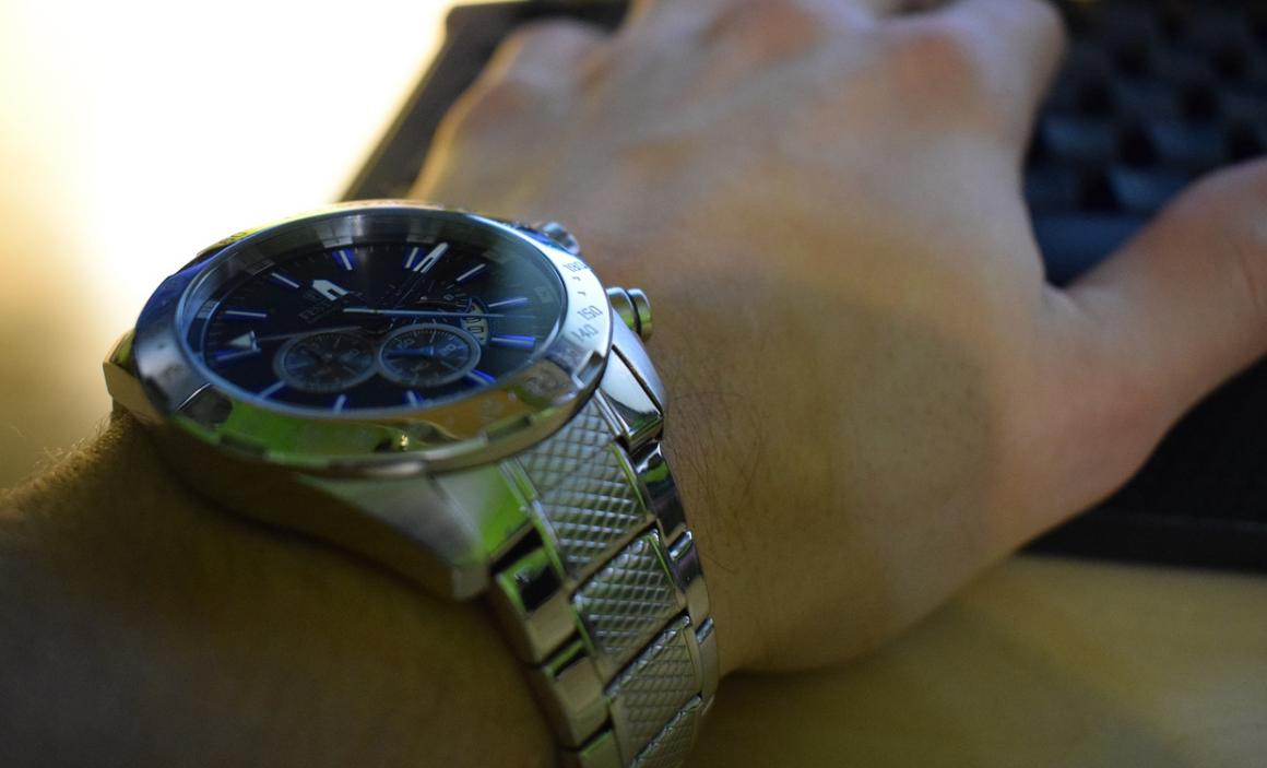 ruka a hodinky